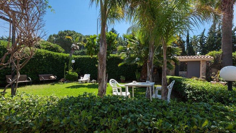 Villa a 150 metri Dalla Costa Del Sole,Sabbia e Scogliera,Mare Stupefacente..., holiday rental in Arenella