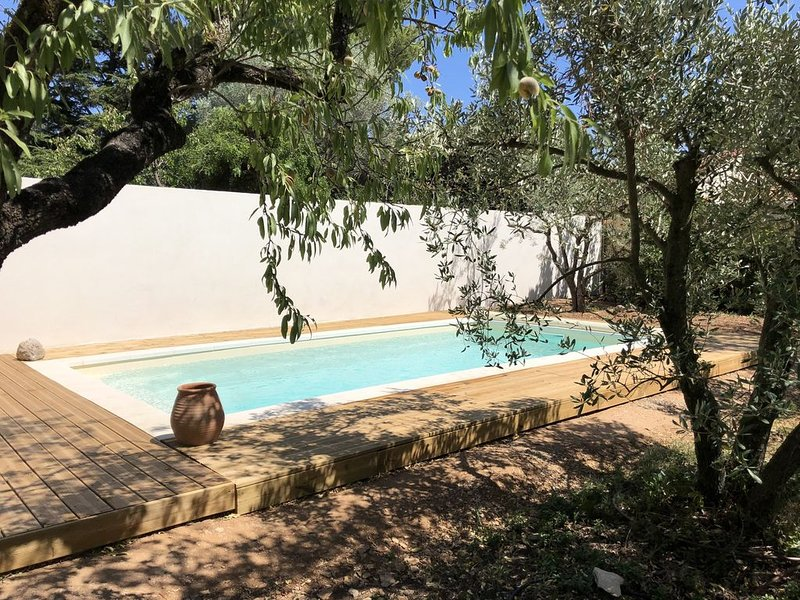 Villa entièrement rénovée, 6 personnes, aux portes d'Avignon, location de vacances à Les Angles