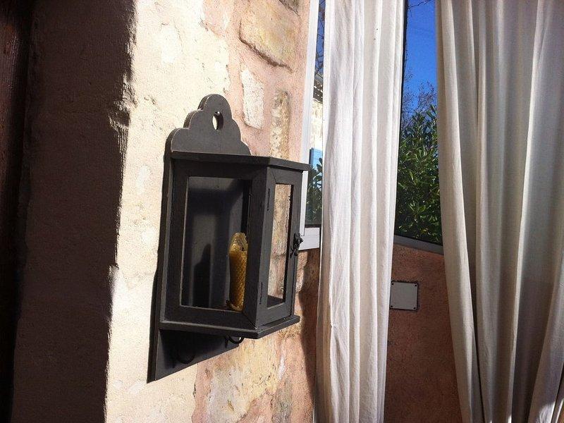 RÊVE D'OLIVIER: Coquette maison, charme, très calme, jardin arboré, 4 personnes., location de vacances à Paradou