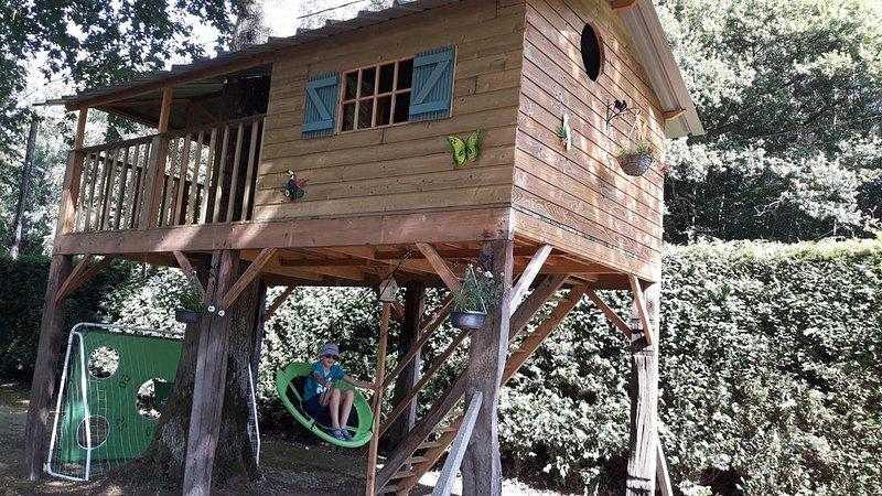 gite 4/8 pers sur les hauts de honfleur + cabane pour les enfants dans un arbre, holiday rental in Fourneville