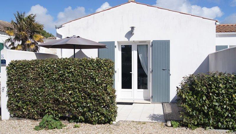 Agréable maison meublé tourisme 2*  dans le village typique de La Chefmalière, holiday rental in Ile d'Oleron