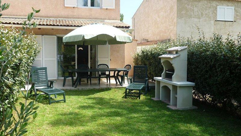Mini villa T3 tout confort, jardinet, à 150 m de la plage: 6 personnes, alquiler de vacaciones en Borgo