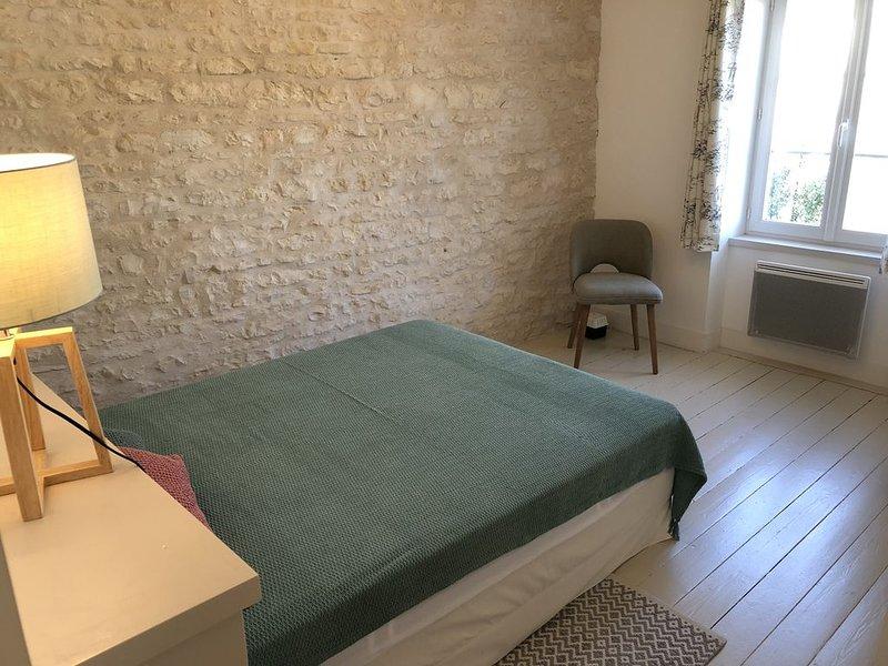 Au cœur du village, charmante maison en pierre rhétaise, prestations de qualité, holiday rental in Le Bois-Plage-en-Re