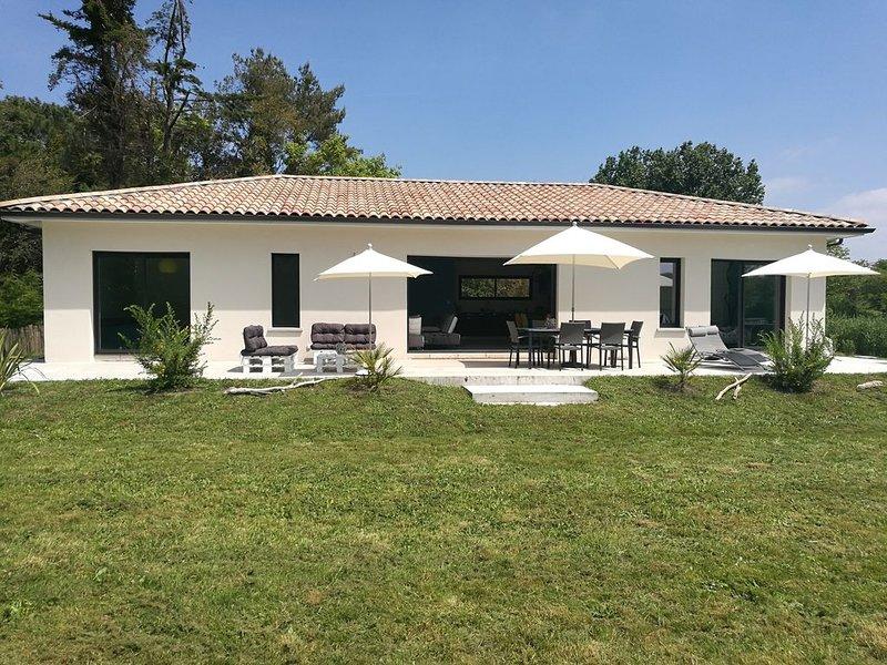 A 800 m de la plage, jolie maison avec grand jardin clôturé sans vis-à-vis, aluguéis de temporada em Le Verdon Sur Mer