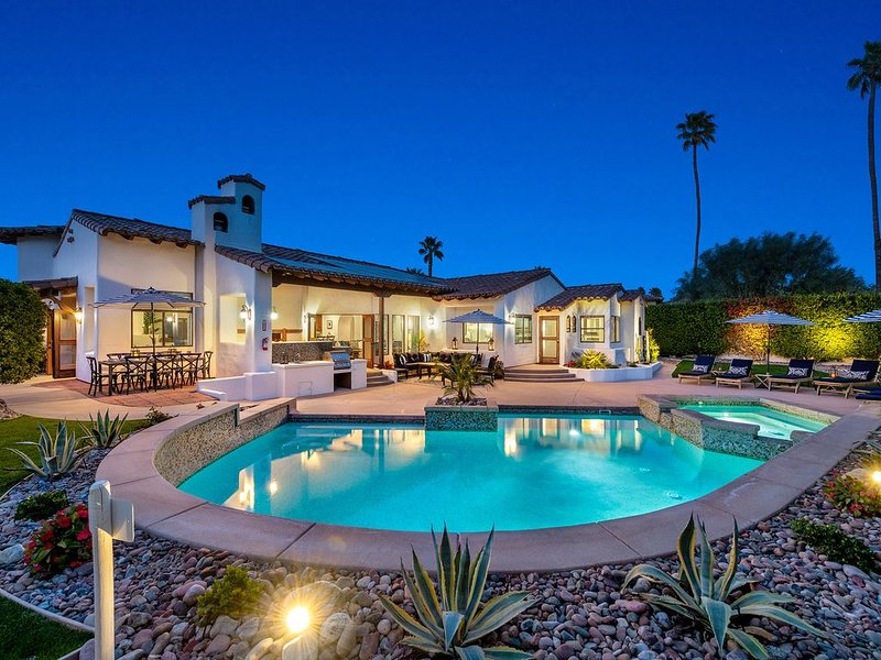 Luxe Villa in Movie Colony E, Downtown close, 4 King Beds, 3.5 Ba, Views, Garage – semesterbostad i Palm Springs