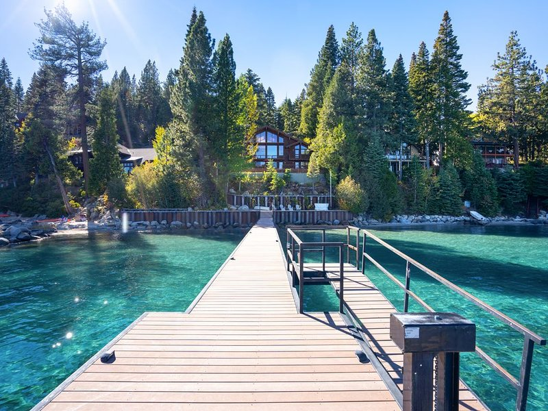 LAKEFRONT, PRIVATE PIER and BOUY, vacation rental in Tahoma