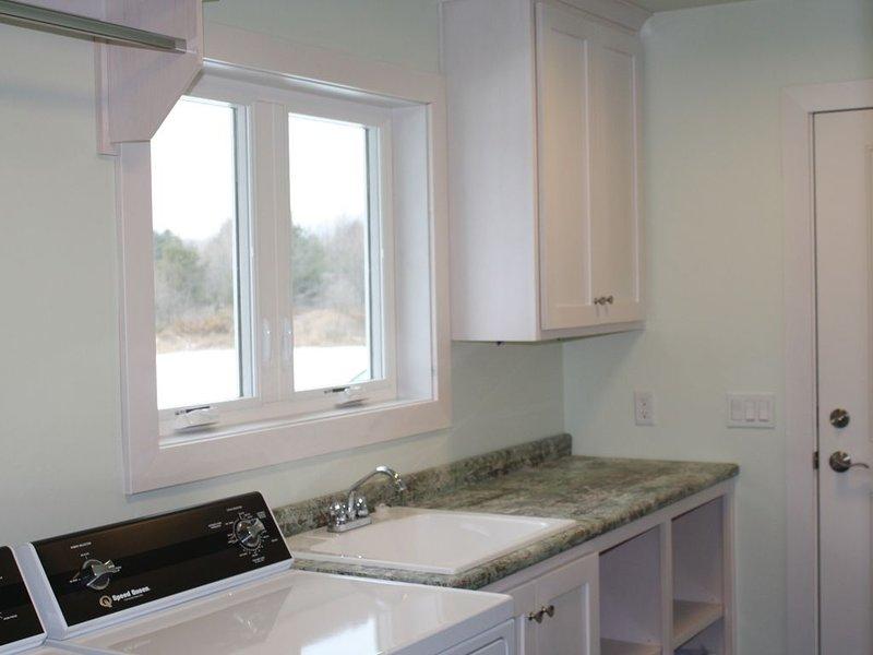 � BRAND NEW CUSTOM BUILT HOME - Egg Harbor Retreat, holiday rental in Egg Harbor
