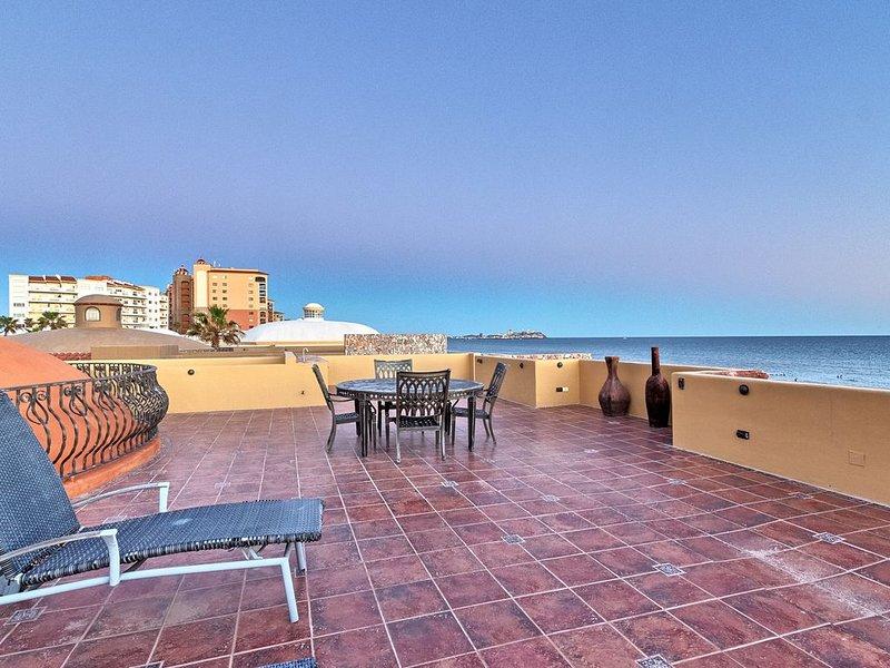Exclusive 5 bdrm/5 bath beachfront Villa Toscana - perfect vacation begins here!, vacation rental in Puerto Penasco