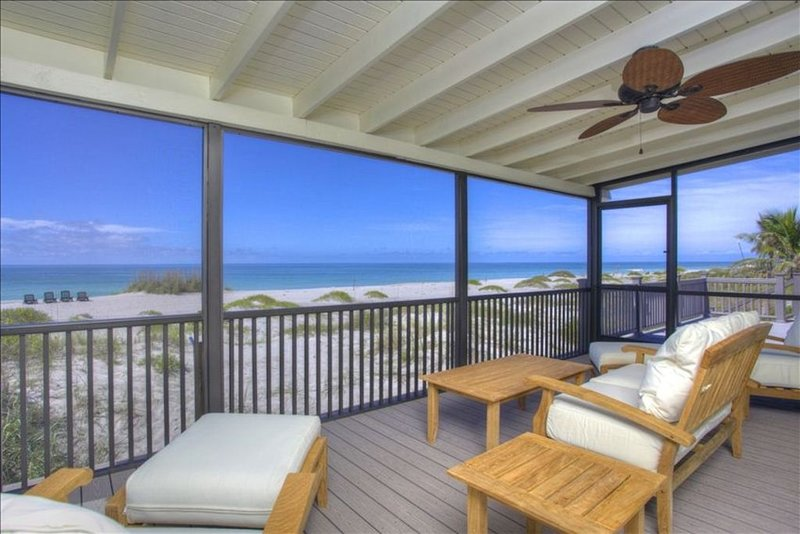 PRIVATE BEACHFRONT HOUSE ON EXCLUSIVE LONGBOAT KEY - DIRECTLY ON THE BEACH, holiday rental in Longboat Key