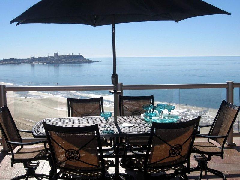 AMAZING Ocean Front Condo~ with 2 KING Bedrooms & Bonus Bunkroom! sleeps up to 7, casa vacanza a Puerto Penasco