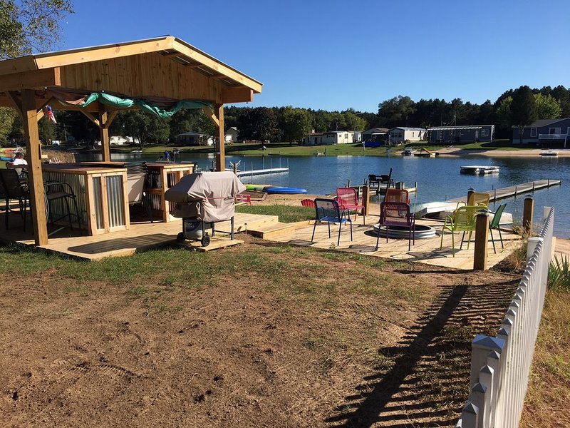 Cozy Bear Cottage is located on Lakefront  In Silver Lake Mears, Mi, aluguéis de temporada em New Era