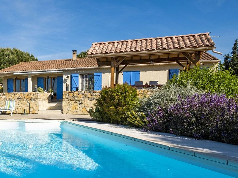Luxury villa: with air conditioning heatable pool at the highest point of the vi, location de vacances à Belveze-du-Razes