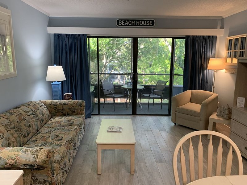 Gorgeous, Newly Remodeled Condo That's a 3 Min Walk to the Beach!!!, alquiler de vacaciones en Myrtle Beach