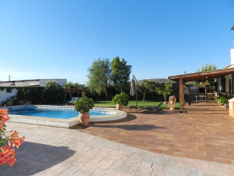 Beautiful villa with swimming-pool, location de vacances à Villamena