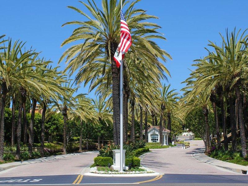 **SPECIAL JAN 2- FEB 1 $3300**  GATED LUXURY CONDO 2 KING BEDS 1 MILE TO BEACH, alquiler vacacional en Laguna Beach