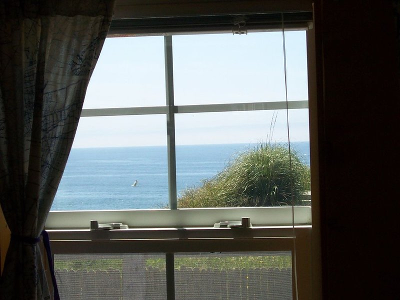 Strawberry Point A New England Style Cottage With Ocean View, holiday rental in Bandon