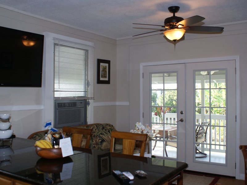 Beautiful AC Beach Home, Close to the Best Snorkeling Beaches in Hilo, holiday rental in Honomu