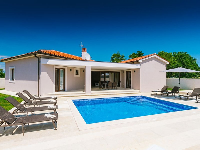 Luxury villa for 10 pax with pool and whirlpool, location de vacances à Vodnjan