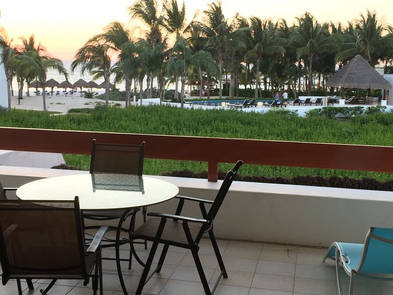 RESIDENCIAS REEF-Beach / Water / Pool Front/ 3 King Beds/ 2 Heated Pools/QUIET, vacation rental in Cozumel