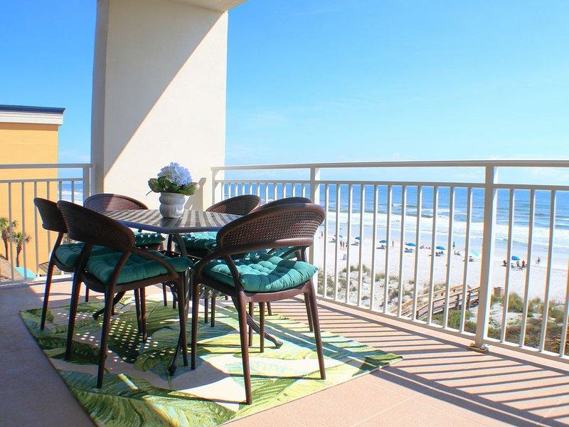 Stunning Oceanfront Condo!, alquiler vacacional en Jacksonville Beach