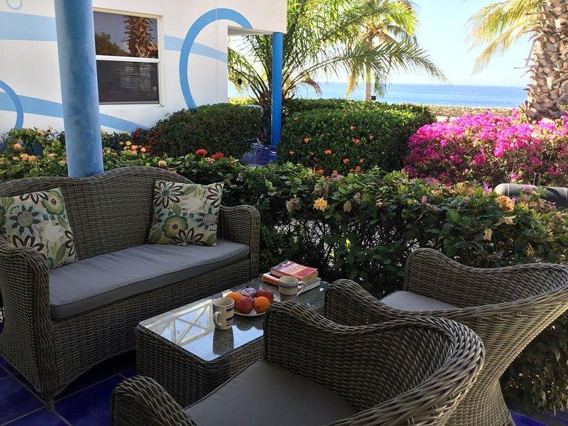 Enjoy your breakfast outdoor with ocean view