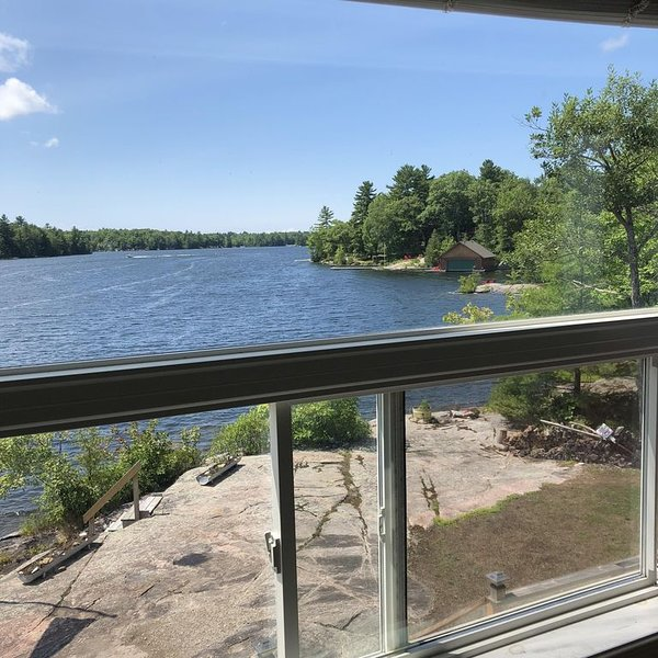 Incredible waterfront vacation home in Muskoka on Sixmile Lake, holiday rental in Big Chute
