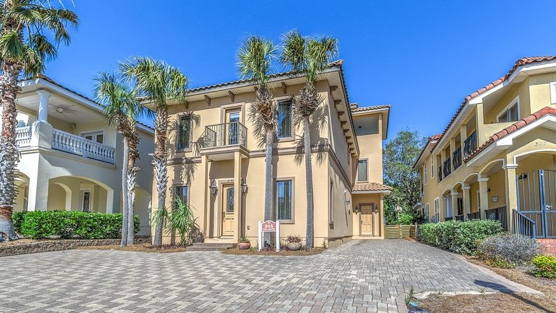 Luxury Villa in Gated Community Steps from Private Beach and Pool, aluguéis de temporada em Sunnyside