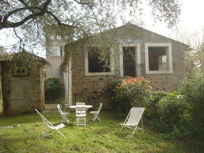 Maison 1 étage ds propriété de charme, tranquille, grand parc, accès et entrée i, vacation rental in Hyeres
