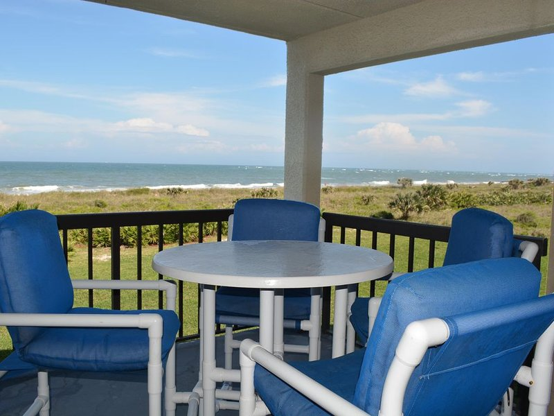 Ocean Front Condo W/private Beach Access & Minutes From Downtown St. Augustine – semesterbostad i Saint Augustine