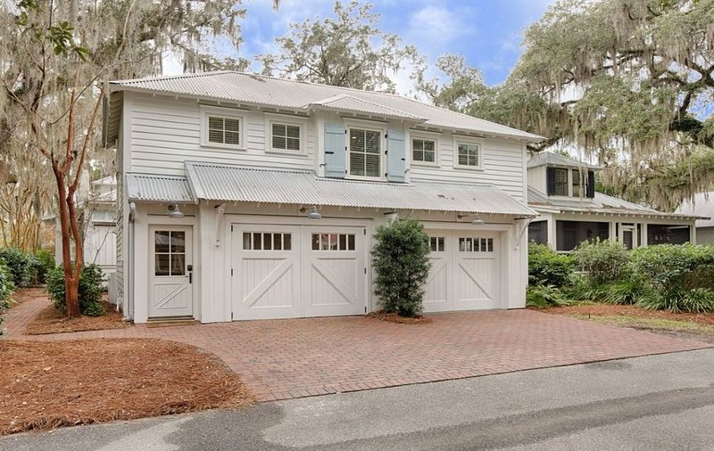 PALMETTO BLUFF HOME FEATURED IN COASTAL LIVING - LOCATED STEPS TO ALL AMENITIES, vacation rental in Bluffton