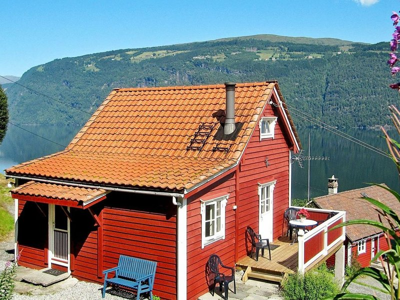 4 person holiday home in Utvik, casa vacanza a Olden