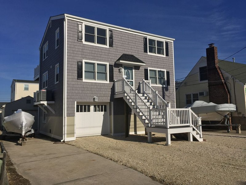 Soak up Long Beach Island from Our Relaxing Bay Side Retreat!, vacation rental in Ship Bottom