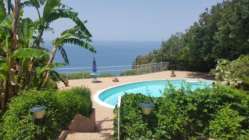 Casa fra' Diavolo con piscina e Barbecue vista mare, holiday rental in Frizza
