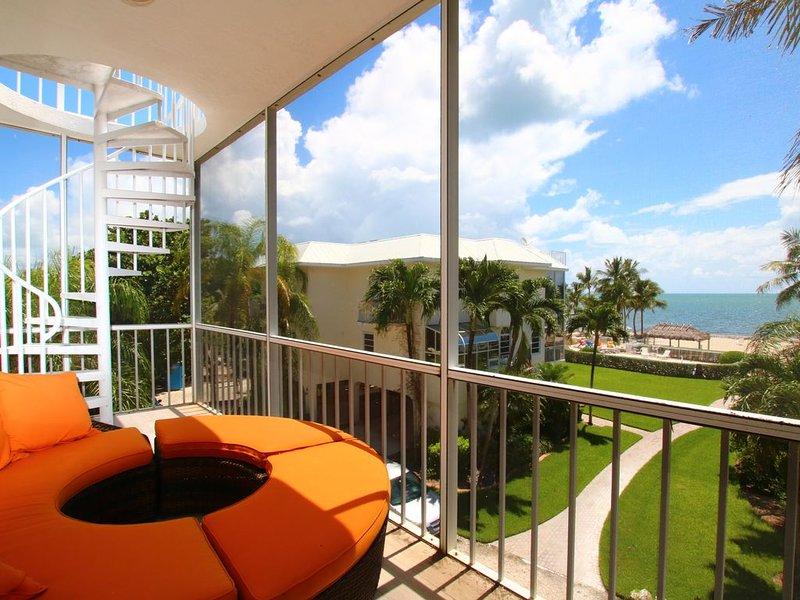 5 Star Modern Oceanfront Islamorada Townhome on the Beach!, holiday rental in Matecumbe Key