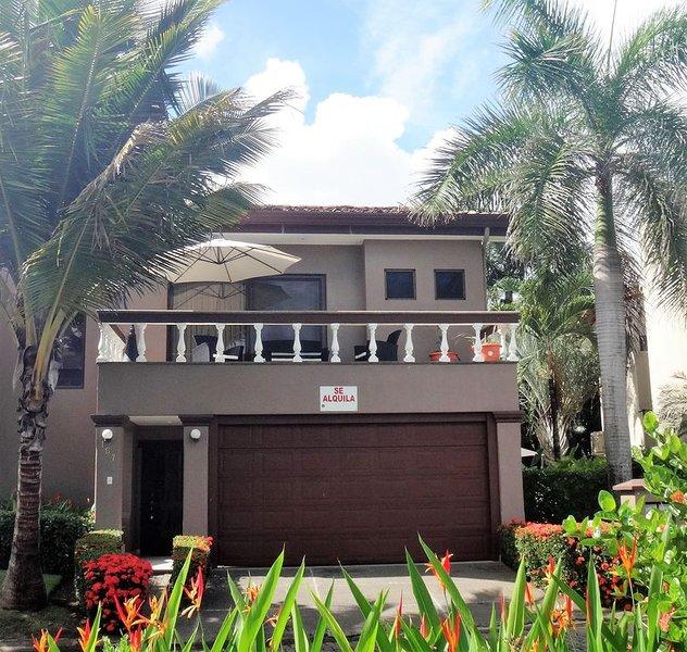 Wonderful  Vista de Las Olas + Pool Table + Private Pool+ Front Beach Club + BBQ, alquiler de vacaciones en Playa Hermosa