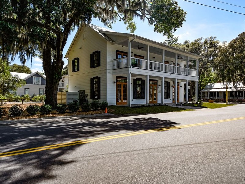 Brand new 1 bedroom 1 bath apartment located in the heart of Old Town Bluffton, holiday rental in Hardeeville