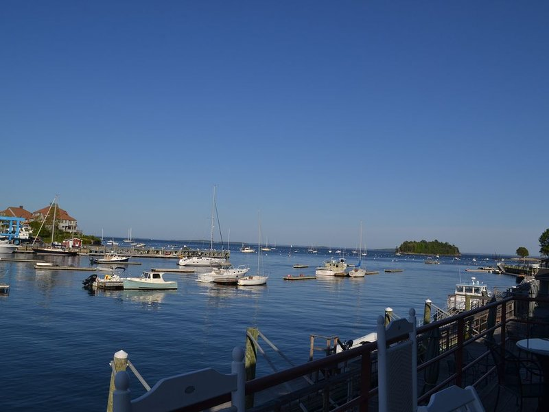 Two Harbor Square: Stunning yet comfortable townhouse on Camden Harbor!, vacation rental in Hope