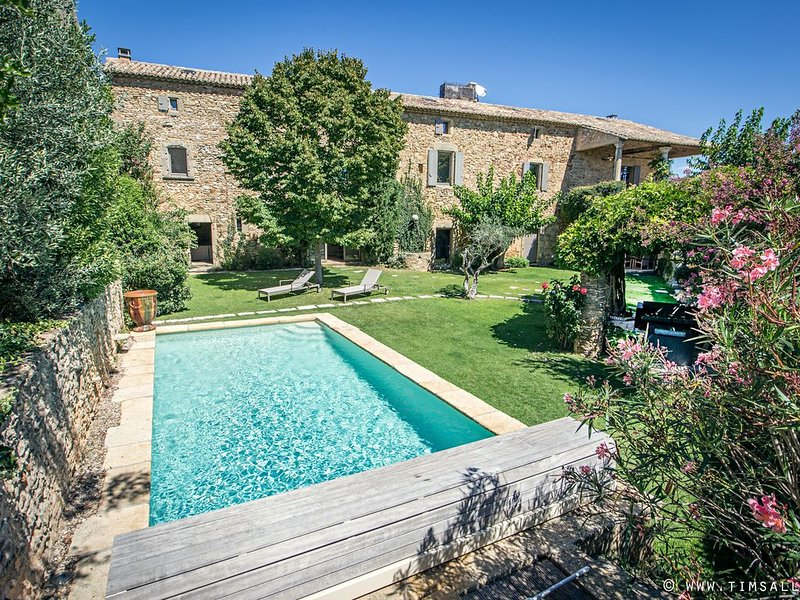 Luxury Private Family-friendly character farm house w. Pool, alquiler vacacional en Saint-Laurent-La-Vernede
