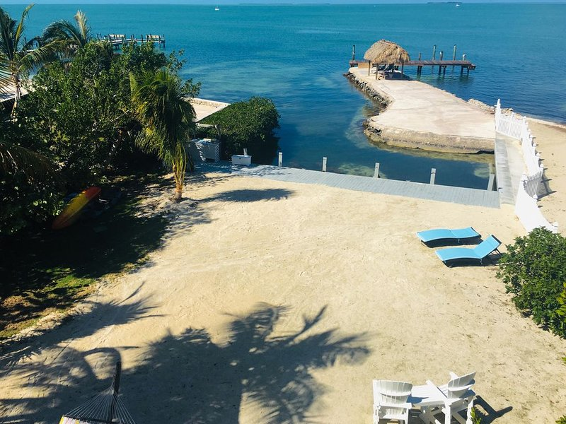 OPEN -Endless Bay Views... Sues Promise private villas, beach, dock, Islamorada, location de vacances à Long Key