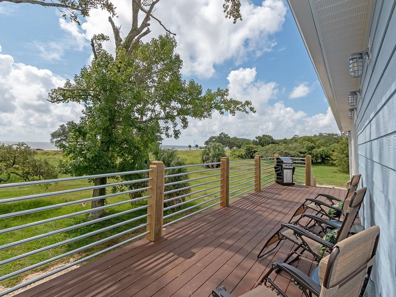 BRAND NEW beach house! Gorgeous views of the Coast and steps to the beach. – semesterbostad i Gulfport