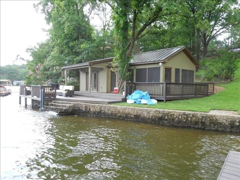 Romantic Over Water Cottage W/ Screened in Porch | Sanitized after use, casa vacanza a Bismarck