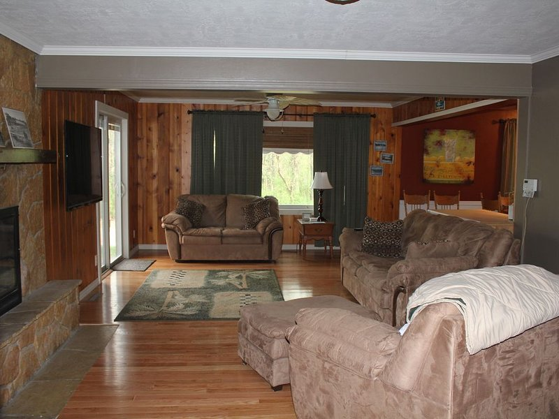 Your Family and Friends stay in the HEART of Okoboji/Arnolds Park, casa vacanza a Milford