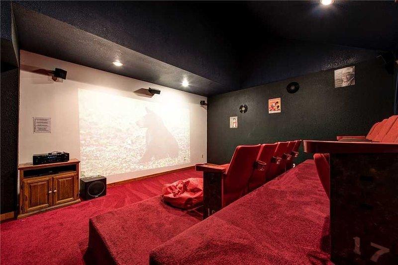 Tn Is Open , rent now Grand Bear Lodge,  Heated Private Indoor Pool, Theater Pri, aluguéis de temporada em Cosby