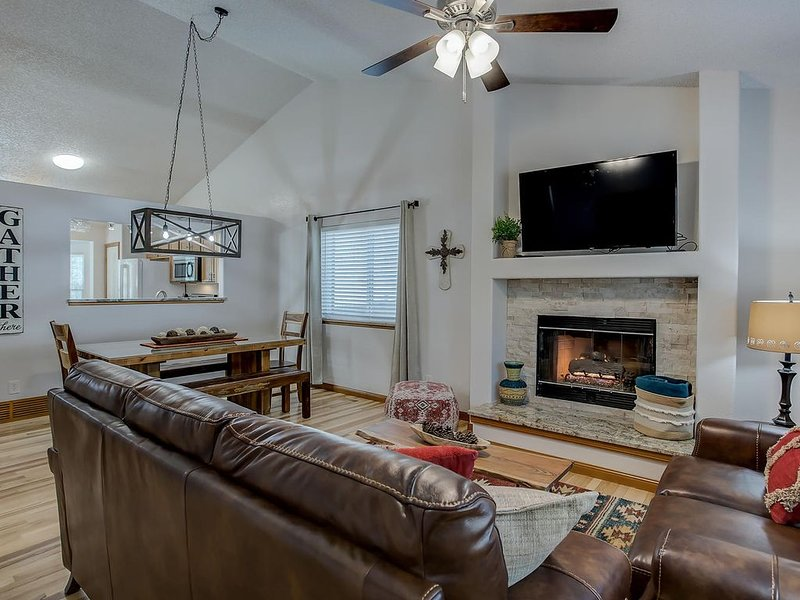 Large 6 Bdrm Family Home near Park & YMCA Recreation Center, holiday rental in Cimarron Hills