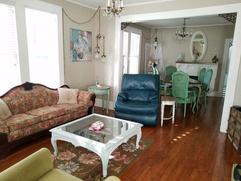Beautiful Shabby Chic Home Close to Everything! – semesterbostad i Gulfport