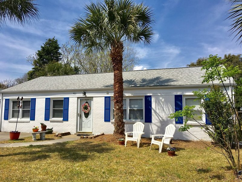 ONE block away from beach! Bright, updated. Pet-friendly. Wheelchair accessible., alquiler de vacaciones en Isle of Palms