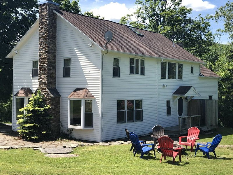 Plattekill Ski Center & Stone Tavern Farm/3 miles - Sleeps 12 & Dog Friendly, vacation rental in Andes