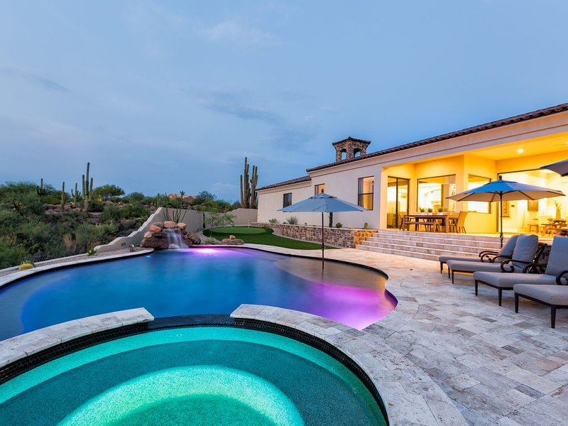 Hacienda del Monumento - Your Luxury Desert Getaway, holiday rental in Carefree