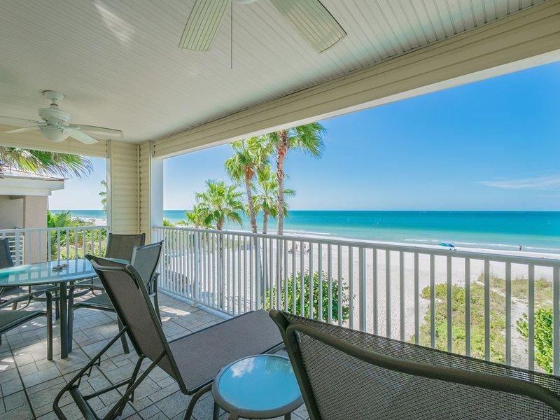 Spacious top floor, oceanfront 3 bedroom condo, casa vacanza a Indian Rocks Beach
