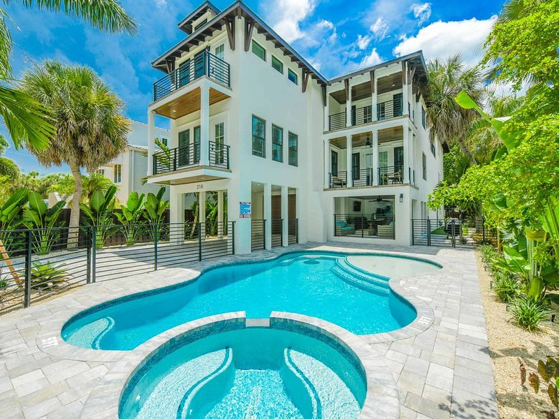 BRAND NEW HOME! Private Heated Pool-Walking Distance to St. Armand's!, holiday rental in Lido Key